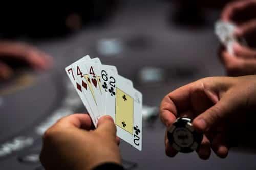 قوانین بازی پوکر و قانون دو و چهار