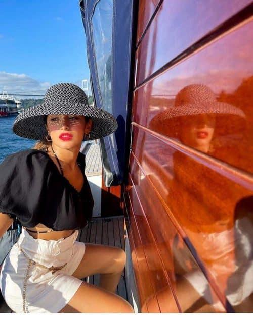هلیا گلبین راد مدل است؟